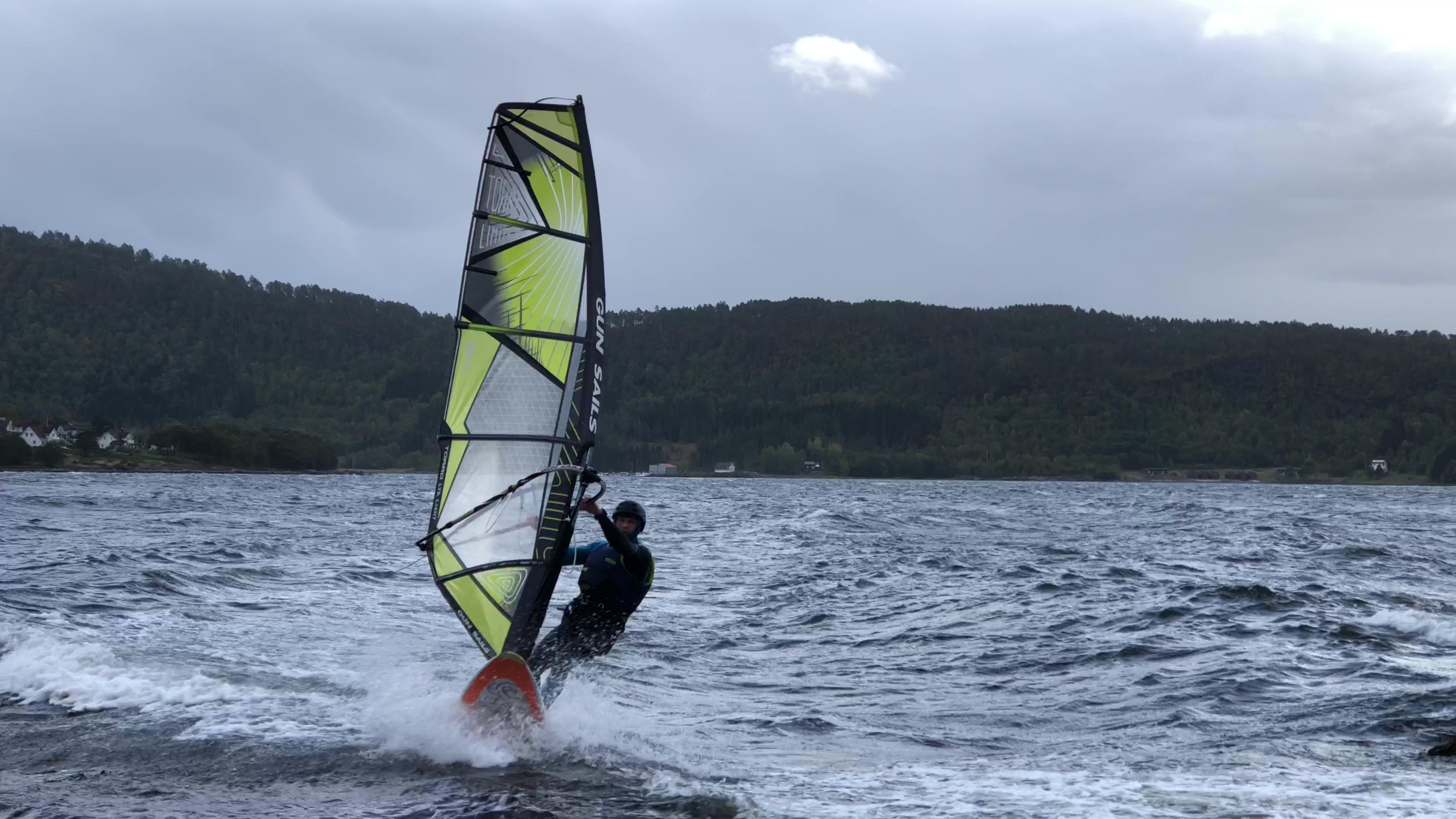 Tok fri frå jobben for å surfe på Grytafjorden