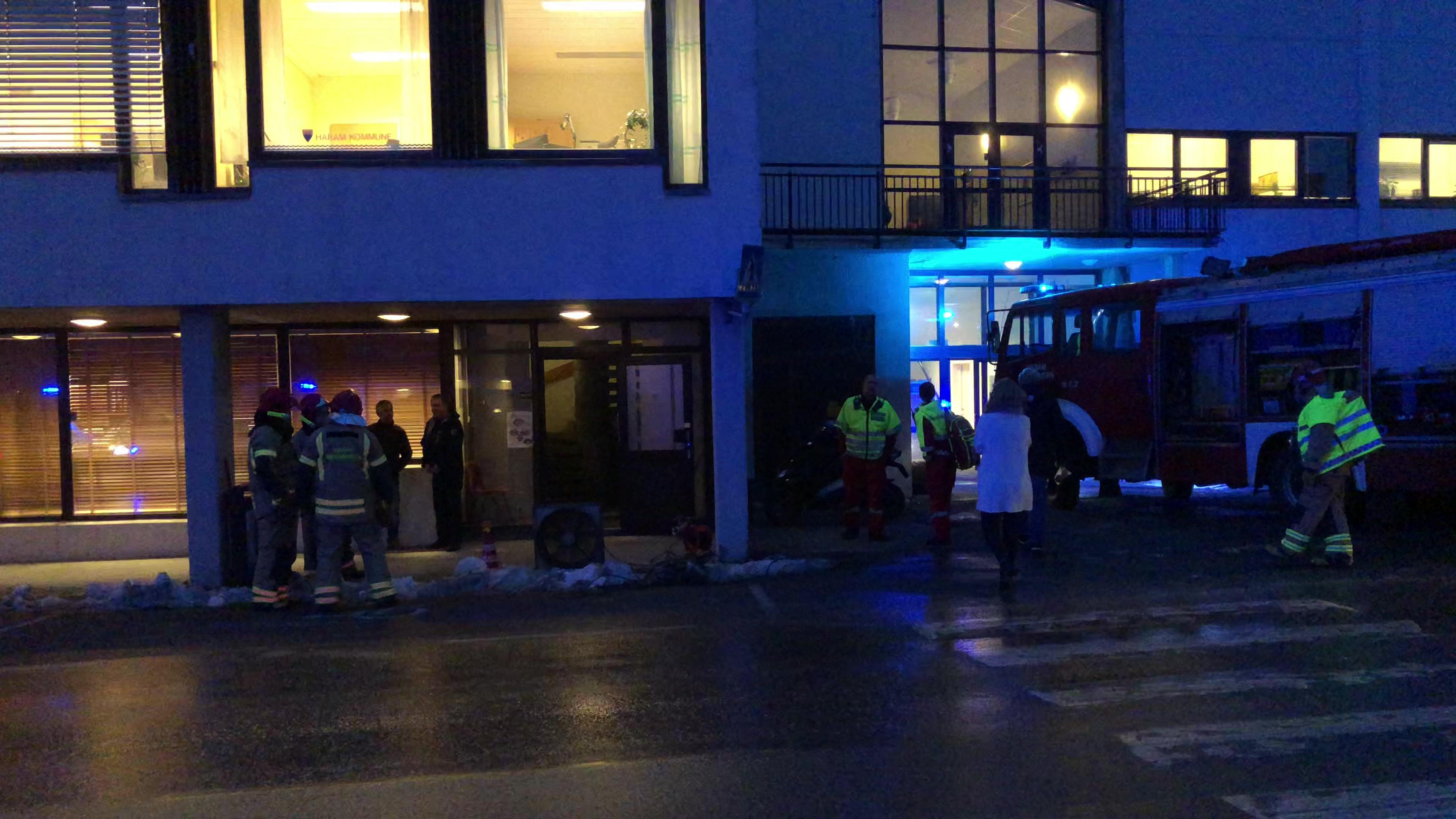 Brannutrykning på rådhuset i Brattvåg